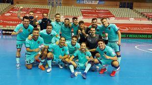 El Levante celebra la victoria en la pista del Palacio de Deportes de...