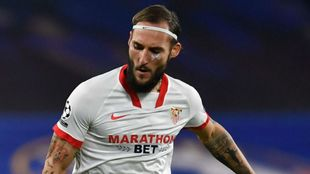 Nemanja Gudelj (28), con una herida en el pómulo en el partido ante...