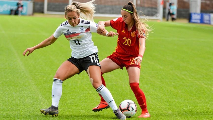 Athenea del Castillo durante un partido ante Alemania en categorías...