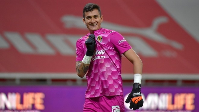 Raúl Gudiño desea ser campeón con Chivas antes de volver a Europa.