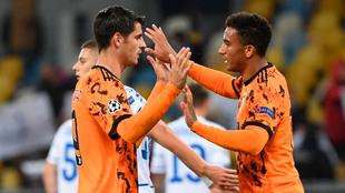 Morata recibe la felicitación de Danilo tras uno de sus goles.