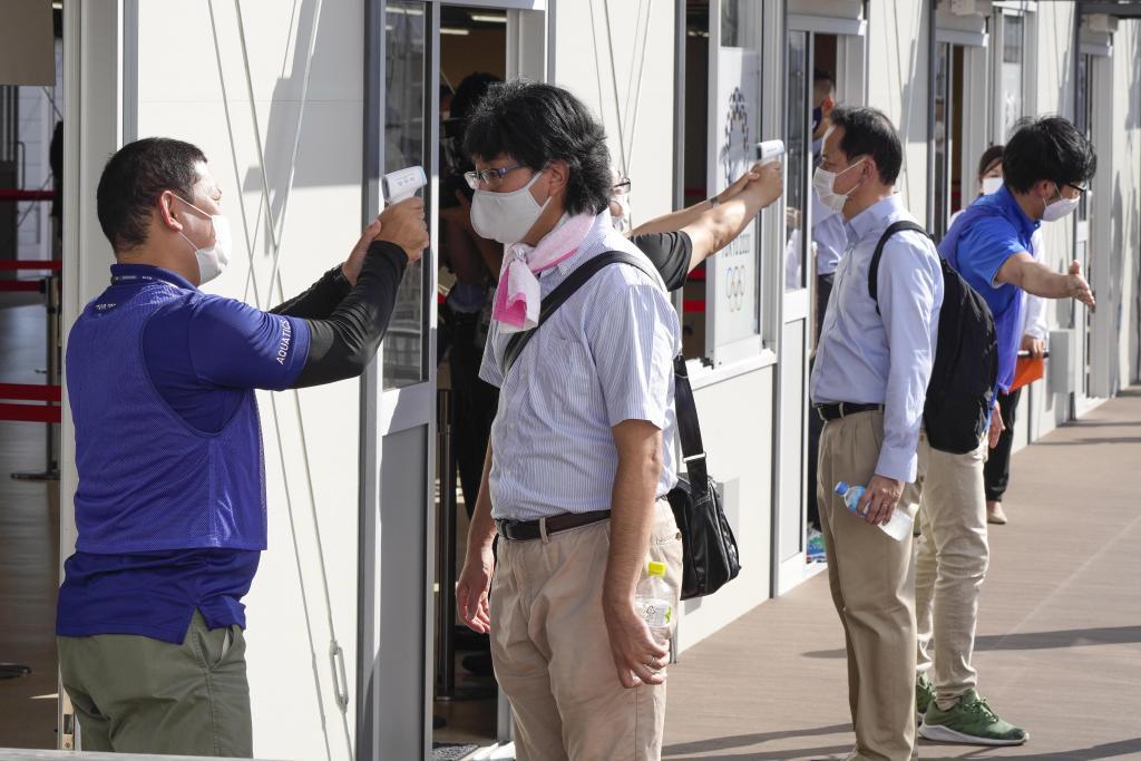 Tokio 2020 pone a prueba sus medidas antiCOVID: pegatinas termosensibles,  termómetros con infrarrojos... | Marca