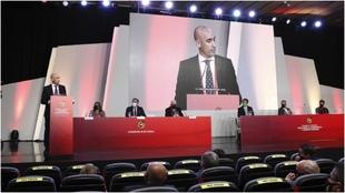 La Asamblea de la RFF, con su presidente, Luis Rubiales, en el atril.
