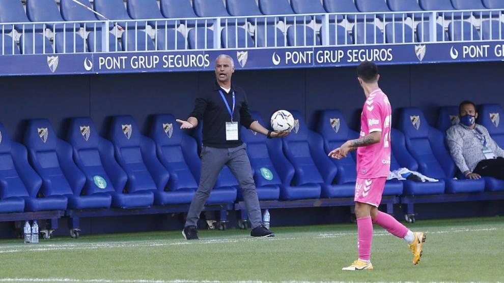 Sergio Pellicer dirigiendo el encuentro frente a la UD Las Palmas