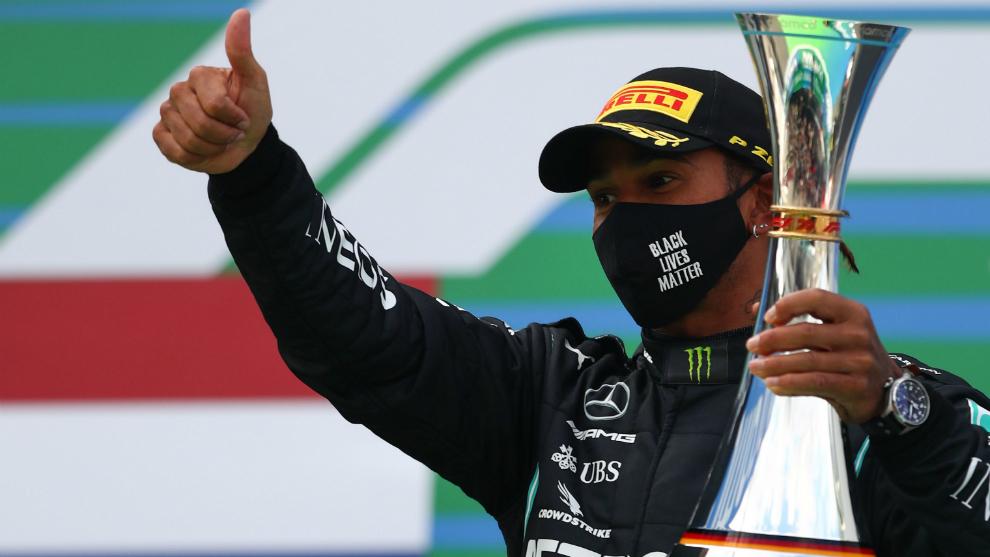 Hamilton celebra su triunfo en el GP de Eifel.