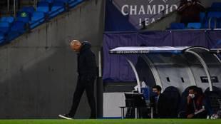 Zidane, abatido en el primer tiempo del partido ante el Shakhtar.