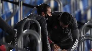 Ramos, en la grada del Di Stéfano tras lesionarse ante el Cádiz