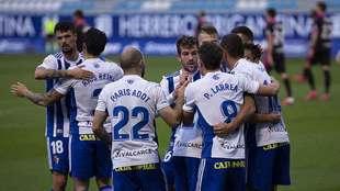 Los jugdores de la Ponferradina celebran el gol de Pablo Valcarce al...