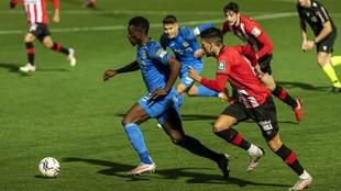 Un lance del partido entre el Fuenlabrada y el Lugo