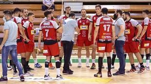 Un tiempo muerto del técnico del Huesca, José Fco. Nolasco /