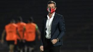 La directiva rojinegra respalda al argentino para continuar en el...