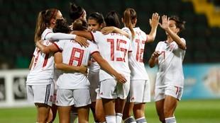 La selección española de fútbol femenino celebrando un gol