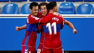 Los jugadores del Elche CF celebrando un gol en el partido ante el...