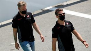 Kevin Magnussen y Romain Grosjean con Haas.