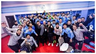 Los jugadores del Dalian celebran un triunfo la temporada pasada.