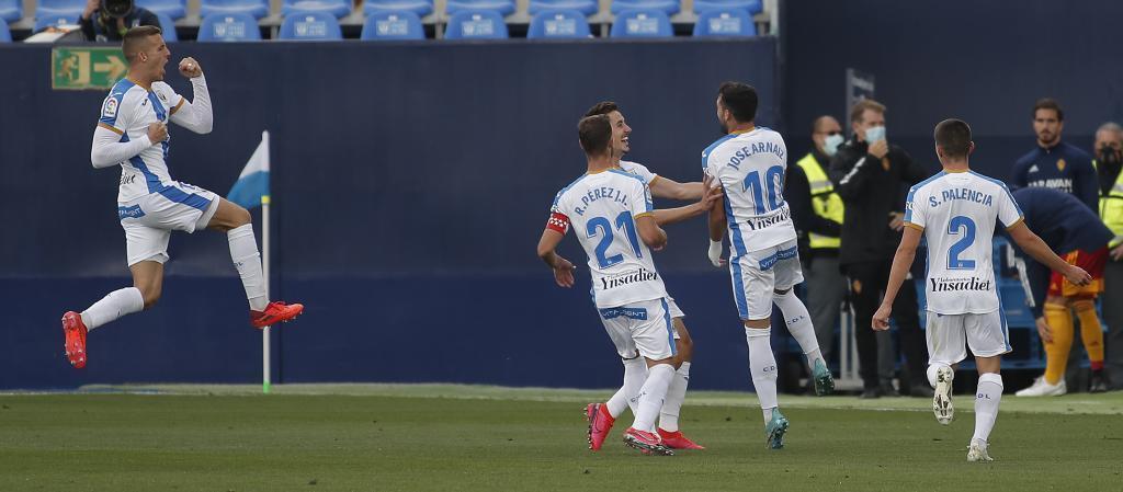 Los jugadores del Leganés celebran el golazo de José Arnáiz