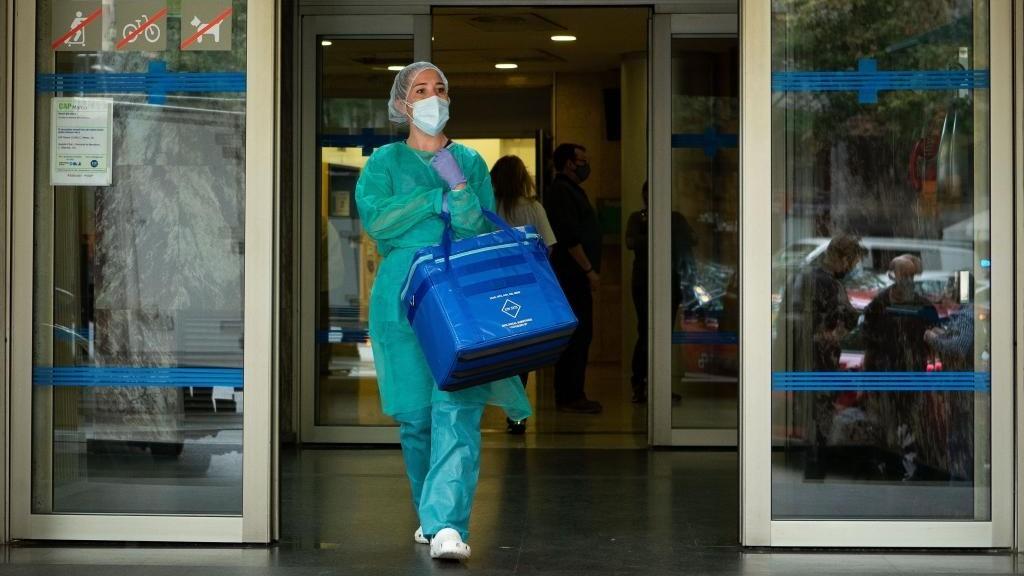 Datos coronavirus España hoy: Más de 20.000 nuevos casos por primera...