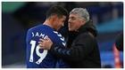 James Rodríguez abraza a Ancelotti tras ser sustituido contra el...