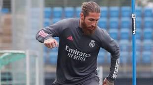 Sergio Ramos, en el entrenamiento de esta mañana en Valdebebas.