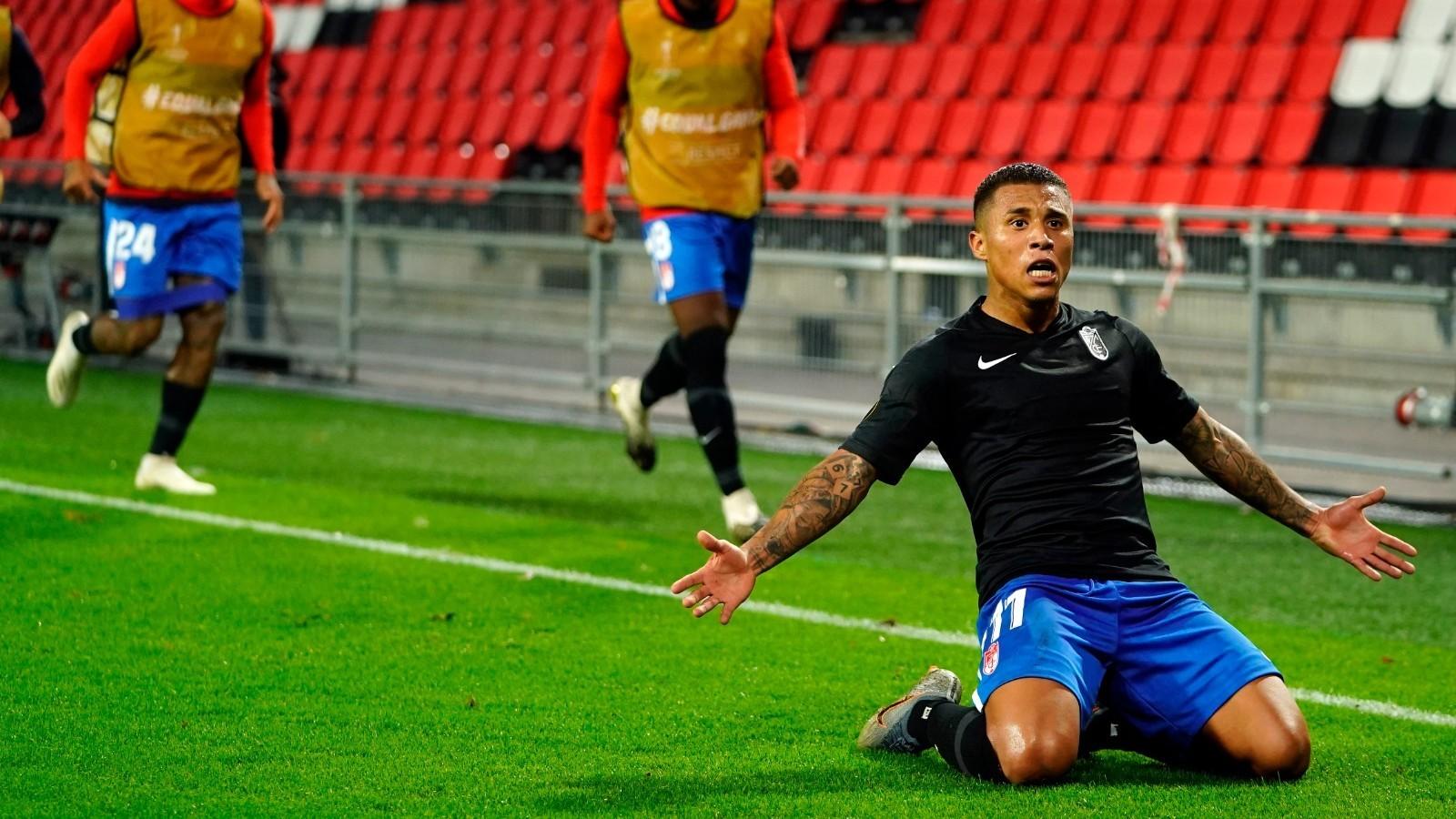 Machís celebra un gol del Granada en Eindhoven.