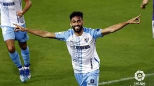 Juande celebra su gran gol de cabeza al Sporting en La Rosaleda