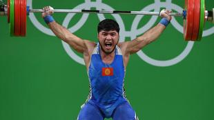 El kirguiso Izzat Artykov fue descalificado tras ganar el bronce en la...