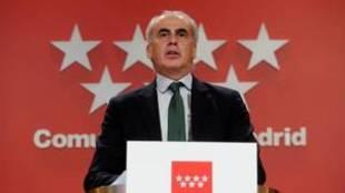 El consejero de Sanidad, Enrique Ruiz Escudero, durante su...