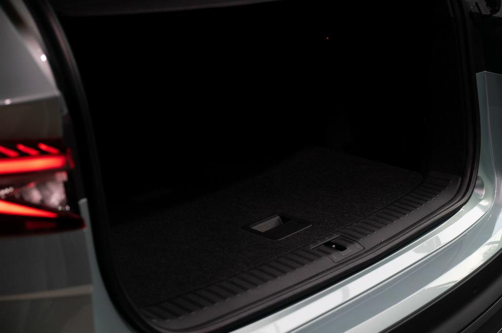 El maletero tiene 585 litros de capacidad y es de formas muy cuadradas.