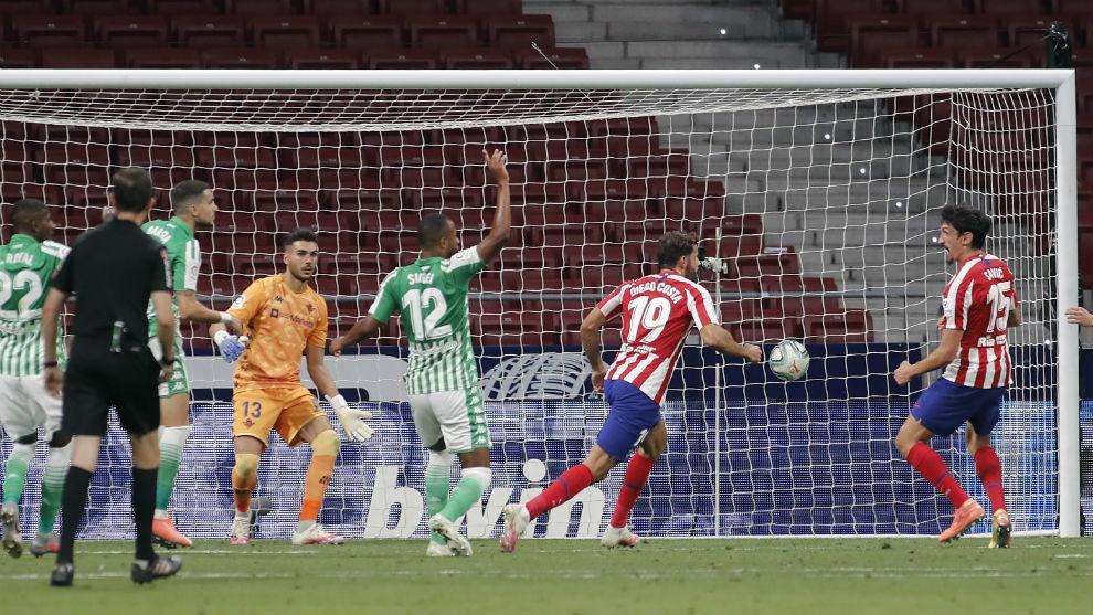 Diego Costa marca en el último Atlético - Betis