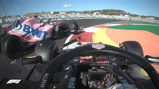 Verstappen intentó pasar por dentro y Stroll estaba por delante.