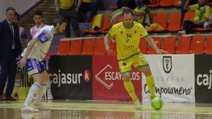 Alan Brandi, jugador del Jaén Paraíso Interior, con el balón.