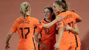 Las jugadoras de Países bajos celebran un gol ante Estonia.