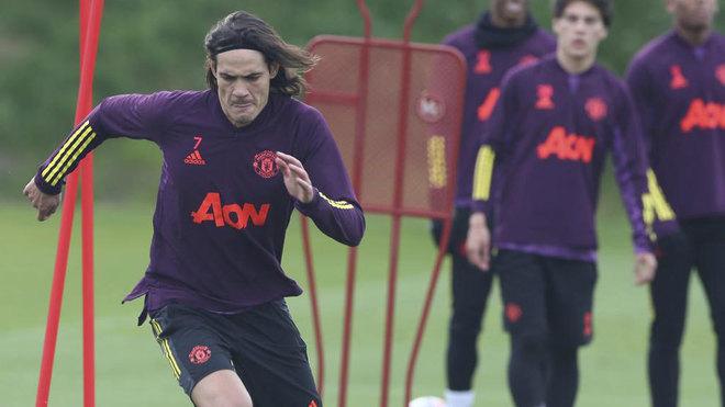 Cavani, entrenando con el United.