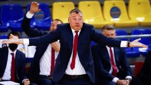 Sarunas Jasikevicius gesticula en un momento del partido ante el Real...