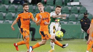 Acción que supuso el 1-0 del Elche ante el Valencia.