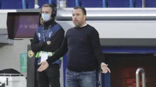Sergio dirige al Valladolid en su último partido