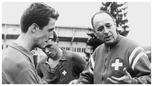 Rappan, en una de sus etapas al frente de la selección de Suiza.
