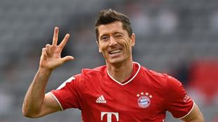 Lewandowski celebra su 'hat-trick' al Eintracht