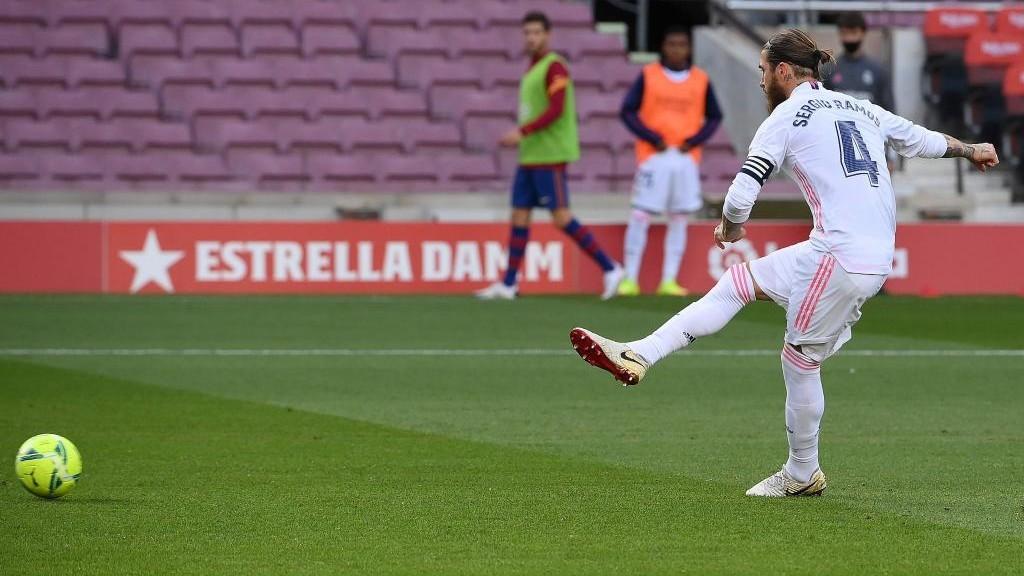 Ramos, en el momento de lanzar el penalti.