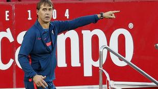 El técnico sevillista Julen Lopetegui (54), en el Sánchez-Pizjuán.