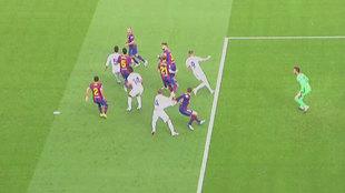 """Andújar: """"Es un pequeño agarrón, no hay motivo para señalar el penalti"""""""