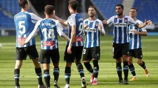 Los jugadores del Espanyol celebran uno de sus goles en Cornellá