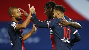 Los jugadores del PSG en festejo de gol ante el Dijon