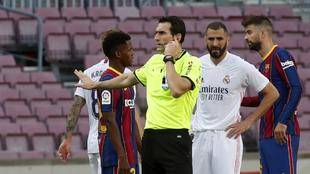 Martínez Munuera en el partido de ayer entre el FC Barcelona y el...