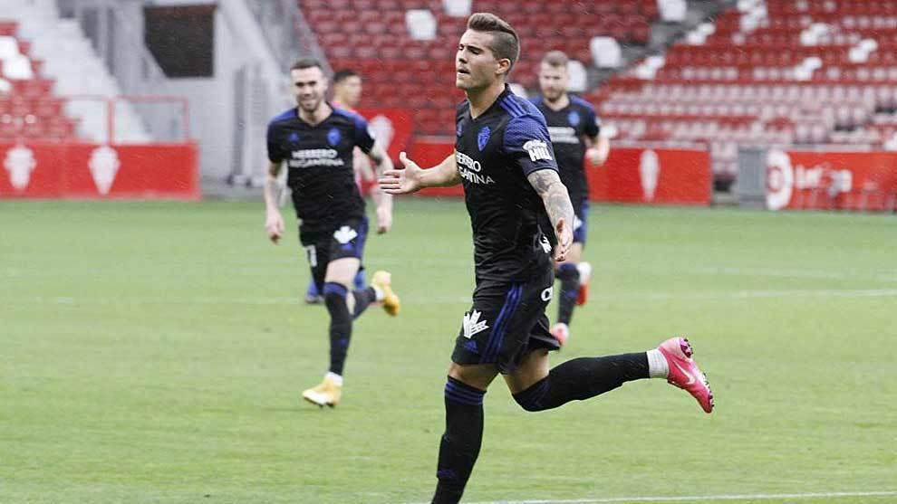 Kaxe celebra el gol de la Ponferradina en El Molinón