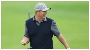 Ross McGowan celebra un birdie durante la tercera jornada del Open de...