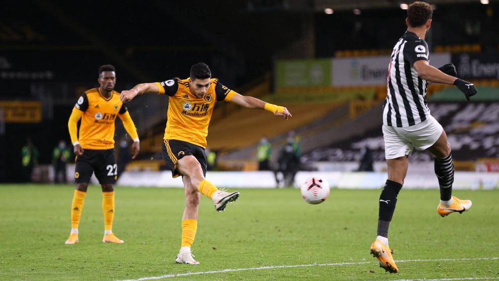Raúl Jiménez anotó el único tanto de los Wolves ante el Newcastle....