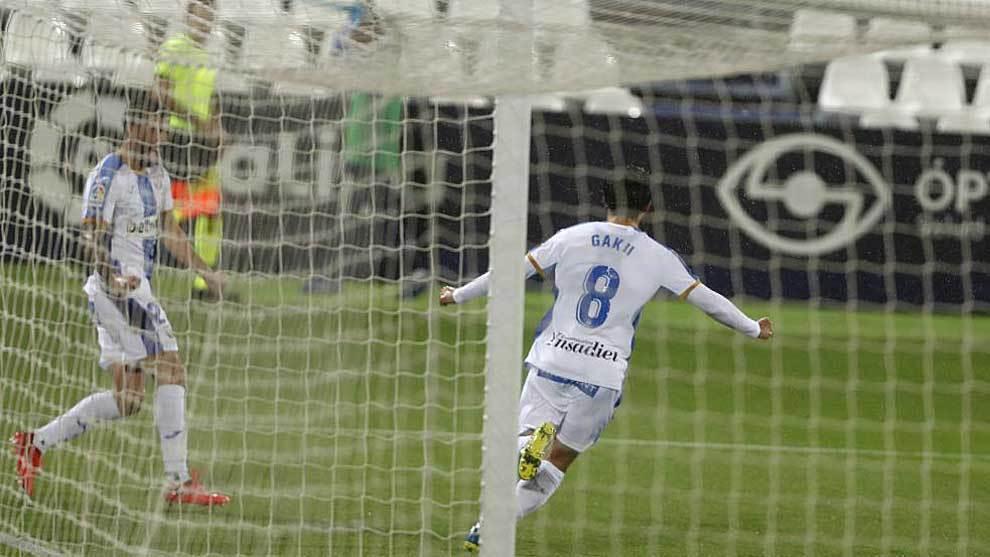 Gaku celebra el primer gol pepinero en Butarque al Oviedo