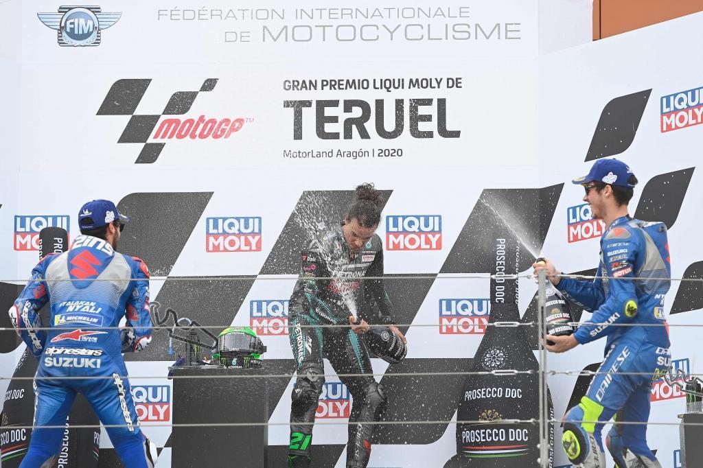 Mir, en el podio con Morbidelli y Rins.