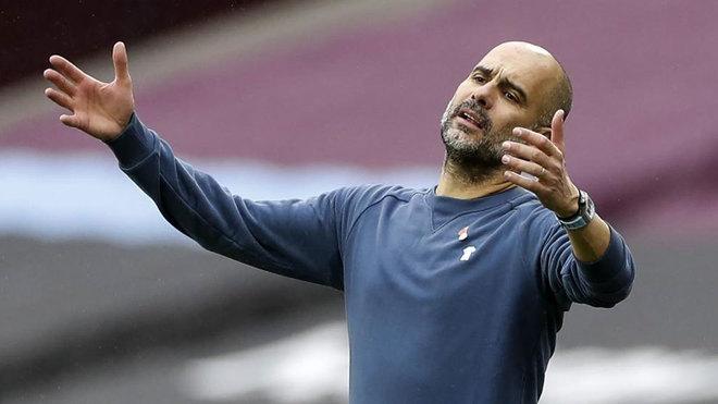 Guardiola se lamenta durante el partido ante el West Ham